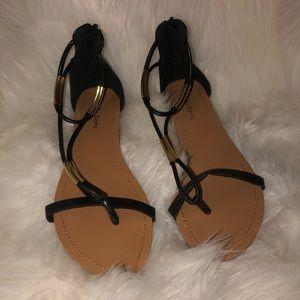 Black stap sandals